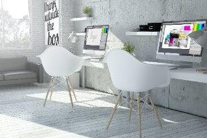 2 stoelen met computers voor grafisch design