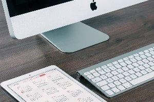 stukje toestenbord, desktop en kalender