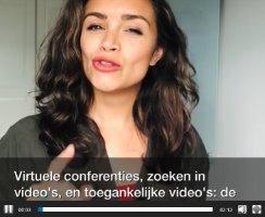 vrouw die in een video een verhaal vertelt
